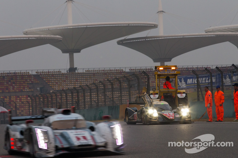 Trouble for the #12 Rebellion Racing Lola B12/60 Coupé Toyota: Nicolas Prost, Neel Jani