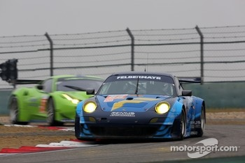 #88 Team Felbermayr-Proton Porsche 911 RSR: Christian Ried, Gianluca Roda, Paolo Ruberti