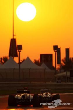 Fernando Alonso, Ferrari leads Daniel Ricciardo, Scuderia Toro Rosso