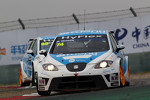 Pepe Oriola, SEAT Leon WTCC, Tuenti Racing Team leads Fernando Monje, SEAT Leon WTCC, SUNRED Engineering