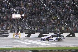 Jimmie Johnson, Hendrick Motorsports Chevrolet takes the win