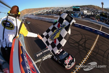 Race winner Kevin Harvick, Richard Childress Racing Chevrolet takes the win