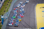 Start: Kyle Busch, Kyle Busch Motorsports Toyota and Elliott Sadler, Richard Childress Racing Chevrolet lead the field