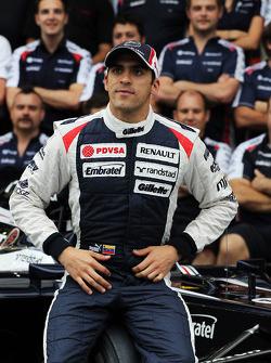 Pastor Maldonado, Williams in a team photograph