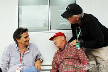 Nelson Piquet, with Niki Lauda, Mercedes Non-Executive Chairman and John Watson