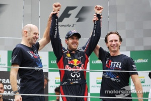 Adrian Newey and Christian Horner with Sebastian Vettel