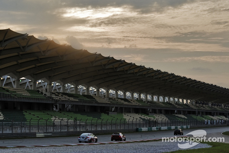 Sunset over the Sepang Main Straight