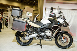 BMW R1200 GS in White and gold
