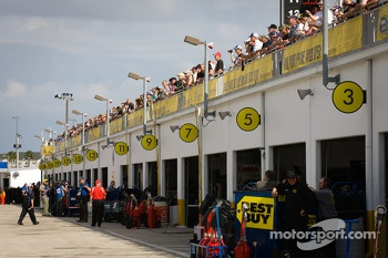 Fans watch garage action