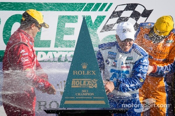 DP podium: champagne for Juan Pablo Montoya and Scott Pruett