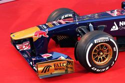 Scuderia Toro Rosso STR8 front wing