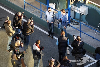 Lewis Hamilton, Mercedes AMG F1 with photographers