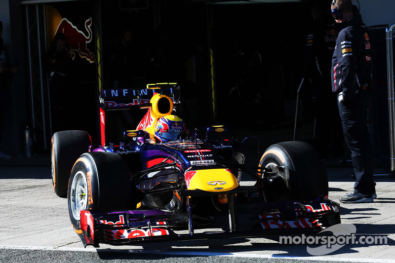 Mark Webber, Red Bull Racing RB9 leaves the pits