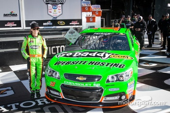 Pole winner Danica Patrick, Stewart-Haas Racing Chevrolet