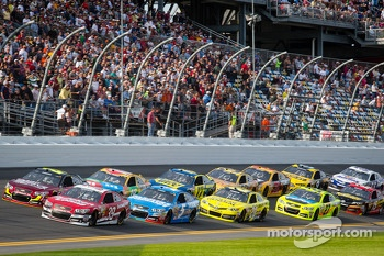 Jeff Gordon, Hendrick Motorsports Chevrolet and Ryan Newman, Stewart-Haas Racing Chevrolet lead the field