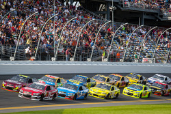 Jeff Gordon, Hendrick Motorsports Chevrolet and Ryan Newman, Stewart-Haas Racing Chevrolet lead the field
