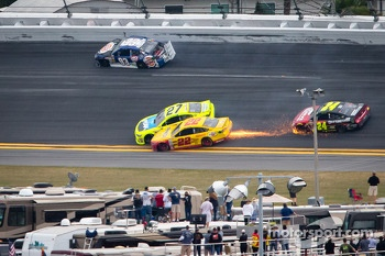Travis Kvapil, BK Racing Toyota, Paul Menard, Richard Childress Racing Chevrolet and Joey Logano, Penske Racing Ford crash on the last lap