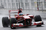 Fernando Alonso, Ferrari F138 leaves the pits with something attached to the fuel nozzle