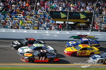 Kurt Busch, Furniture Row Racing Chevrolet, Casey Mears, Germain Racing Ford and Tony Stewart, Stewart-Haas Racing Chevrolet battle