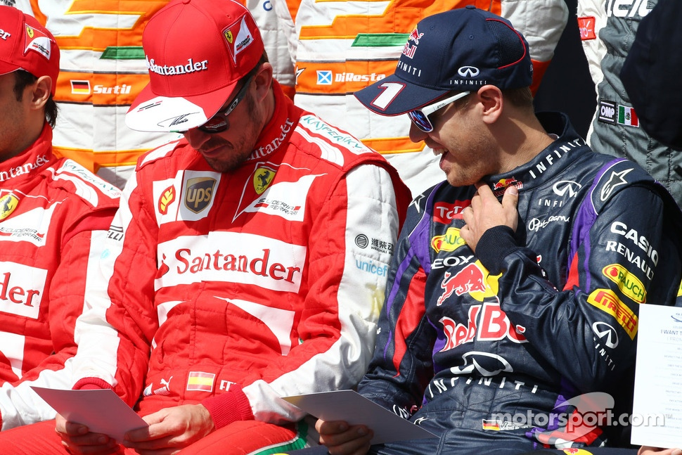 http://cdn-3.motorsport.com/static/img/mgl/1500000/1520000/1525000/1525300/1525393/s1_1.jpg