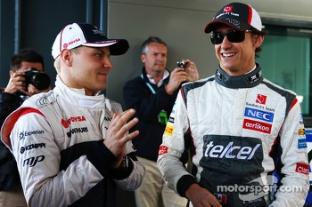 (L to R): Valtteri Bottas, Williams with Esteban Gutierrez, Sauber