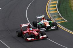 Adrian Sutil, Sahara Force India VJM06 and Fernando Alonso, Ferrari F138 battle for position