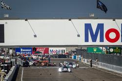 #1 Audi Sport Team Joest Audi R18 e-tron quattro: Marcel Fässler, Benoit Tréluyer, Oliver Jarvis leads the field to pace laps