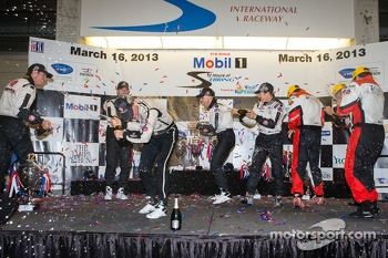 P2 podium: class winners Scott Tucker, Marino Franchitti, Ryan Briscoe, second place Ryan Hunter-Reay, Simon Pagenaud, third place Tom Kimber-Smith, Christian Zugel, Eric Lux