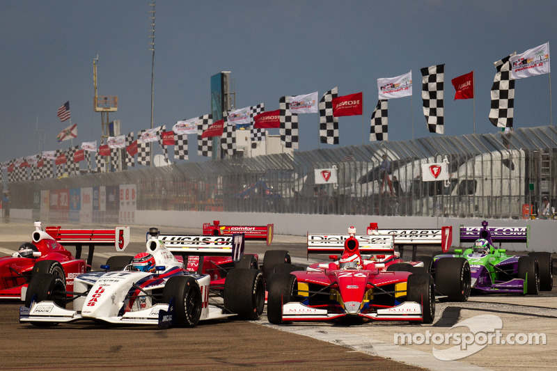 Start: Jack Hawksworth, Schmidt Peterson Motorsports and Carlos Munoz, Andretti Autosport battle