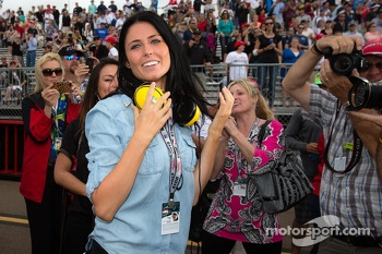 Kirsten Dee, girlfriend of James Hinchcliffe, celebrate victory