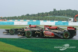 Kimi Raikkonen, Lotus F1 E21 and Romain Grosjean, Lotus F1 E21
