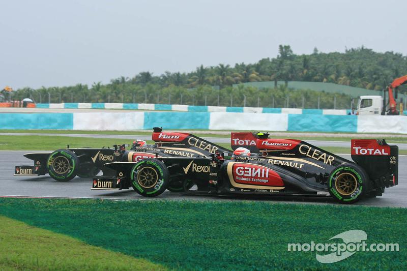 Kimi Raikkonen, Lotus F1 E21 and Romain Grosjean, Lotus F1 E21