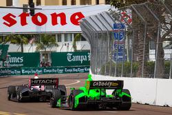 Helio Castroneves, Team Penske Chevrolet, James Hinchcliffe, Andretti Autosport Chevrolet