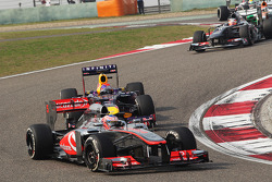 Jenson Button, McLaren MP4-28 leads Sebastian Vettel, Red Bull Racing RB9