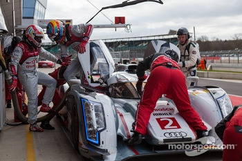 Tom Kristensen helping Loic Duval get out of the #2 Audi