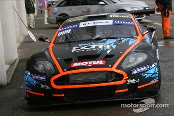 Trouble for #009 Team Speed Car Aston Martin DBRS9: Serge Nauges, Thomas Nicole
