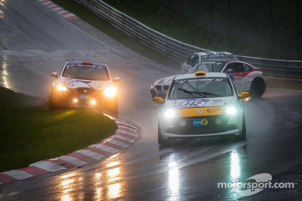 http://cdn-3.motorsport.com/static/img/mgl/1500000/1550000/1558000/1558900/1558953/s1_1.jpg