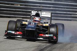 Nico Hulkenberg, Sauber C32 locks up under braking