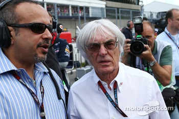 Bernie Ecclestone, CEO Formula One Group, with HRH Prince Salman bin Hamad Al Khalifa, Crown Prince of Bahrain. on the grid