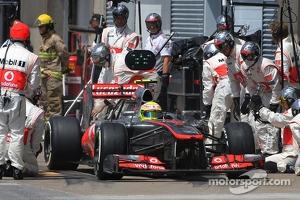 Sergio Perez, McLaren Mercedes during pitstop