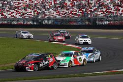 Marc Basseng, SEAT Leon WTCC, ALL-INKL.COM Munnich Motorsport leads Stefano D'Aste, BMW 320 TC, PB Racing