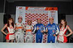 GT500 polesitters Joao Paulo de Oliveira, Tsugio Matsuda; GT300 polesitters Shinichi Takagi, Takashi Kobayashi
