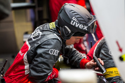 Audi pit crew inspecting the #2 Audi R18 during qualification