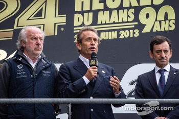 Podium: David Richads, Jacky Ickx and François Fillon pay an emotional homage to Allan Simonsen