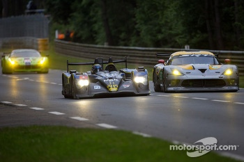 Prototypes passing the GT cars on the fastest part of La Sarthe