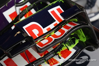 Flow-vis paint on the Red Bull Racing RB9 front wing