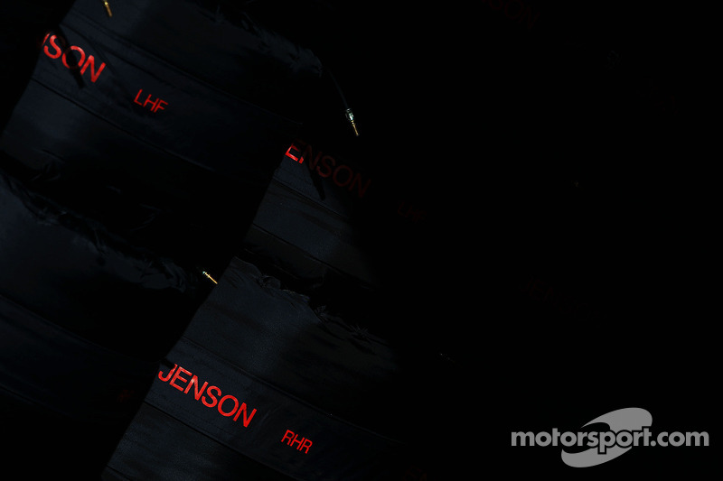 Tyre warmers for Jenson Button, McLaren