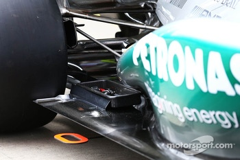Mercedes AMG F1 W04 rear suspension and floor detail
