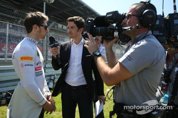 Romain Grosjean, Lotus F1 Team and Thomas Senecal, Canal+ tv
