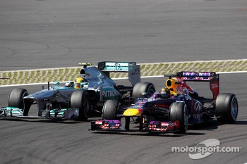Sebastian Vettel, Red Bull Racing RB9 and Lewis Hamilton, Mercedes AMG F1 W04 battle for position
